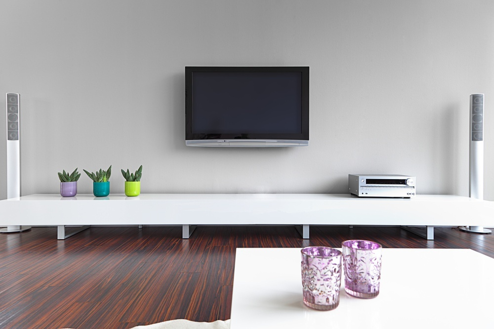 wall-mounted-tv-in-living-room-1000x667.jpg